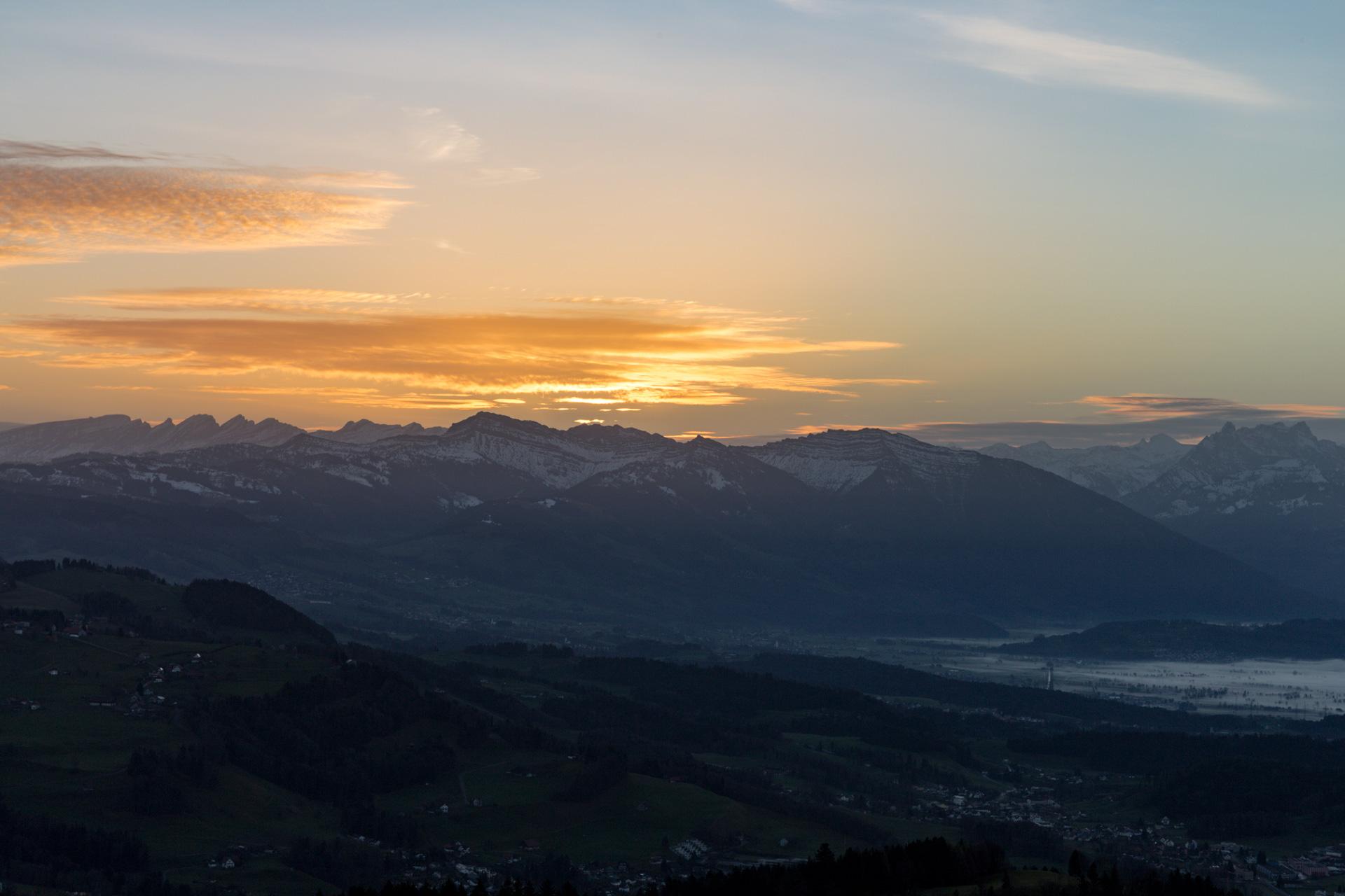 Sonnenaufgang-Bachtelturm_20151219_5929-1ebene