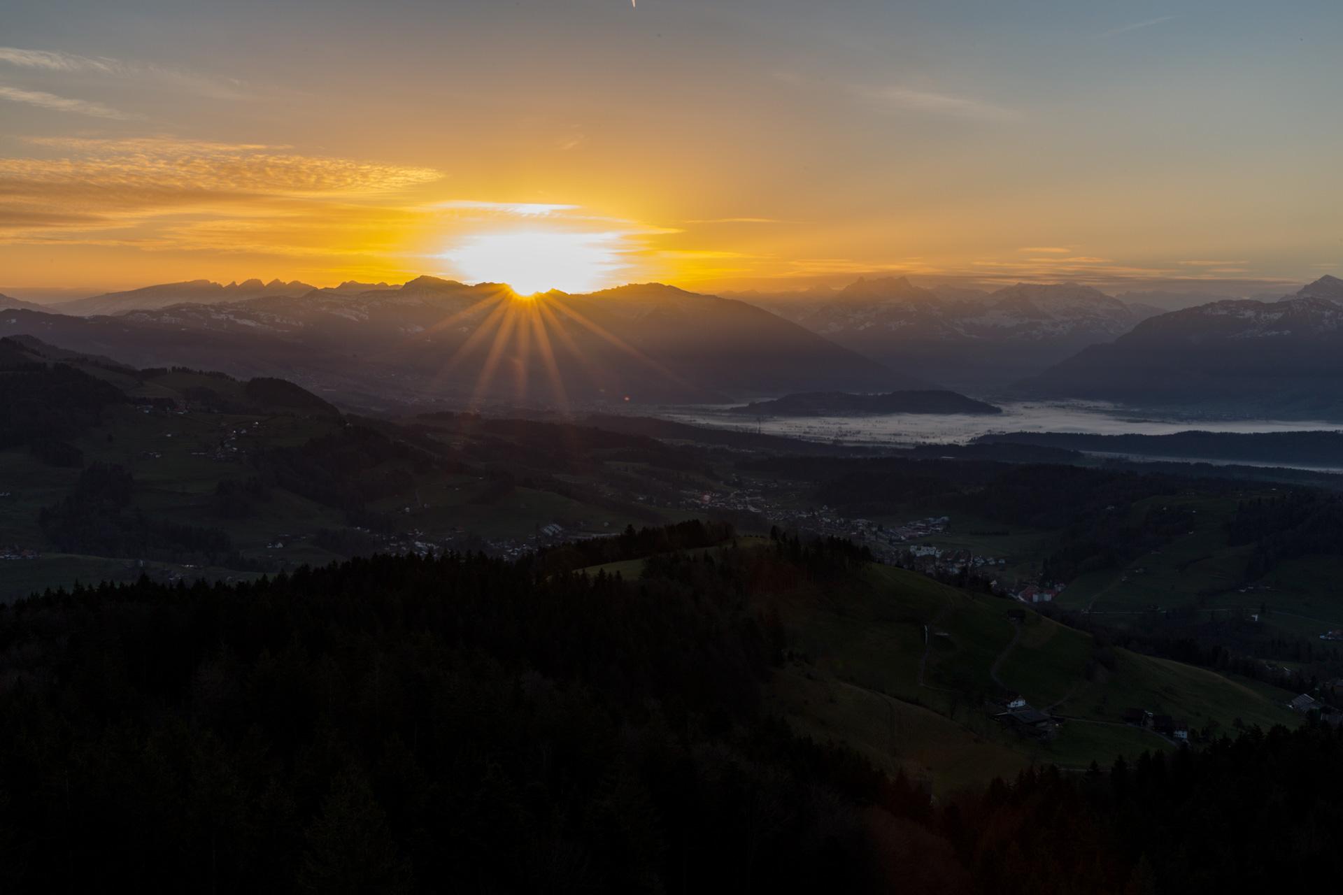 Sonnenaufgang-Bachtelturm_20151219_5950-1ebene