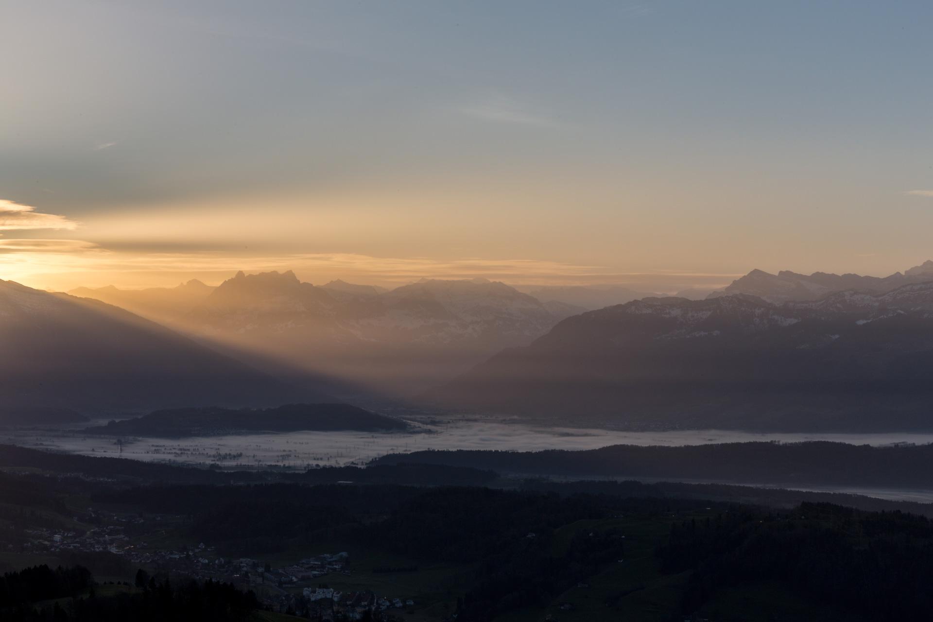 Sonnenaufgang-Bachtelturm_20151219_5972-1ebene