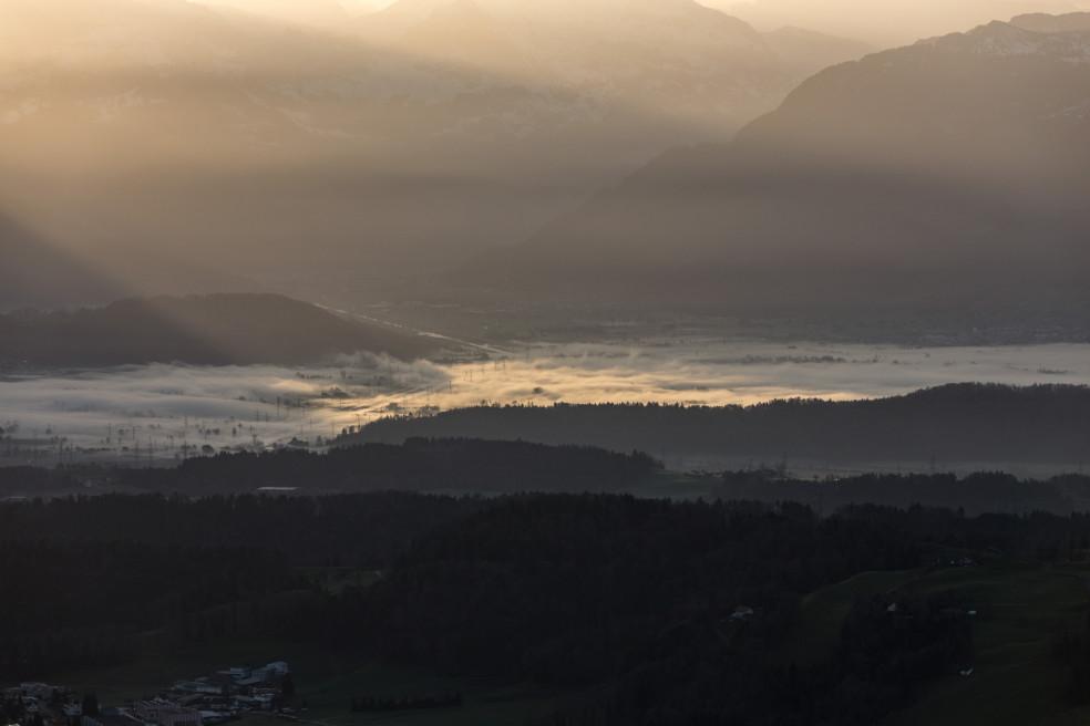 Sonnenaufgang auf dem Bachtelturm