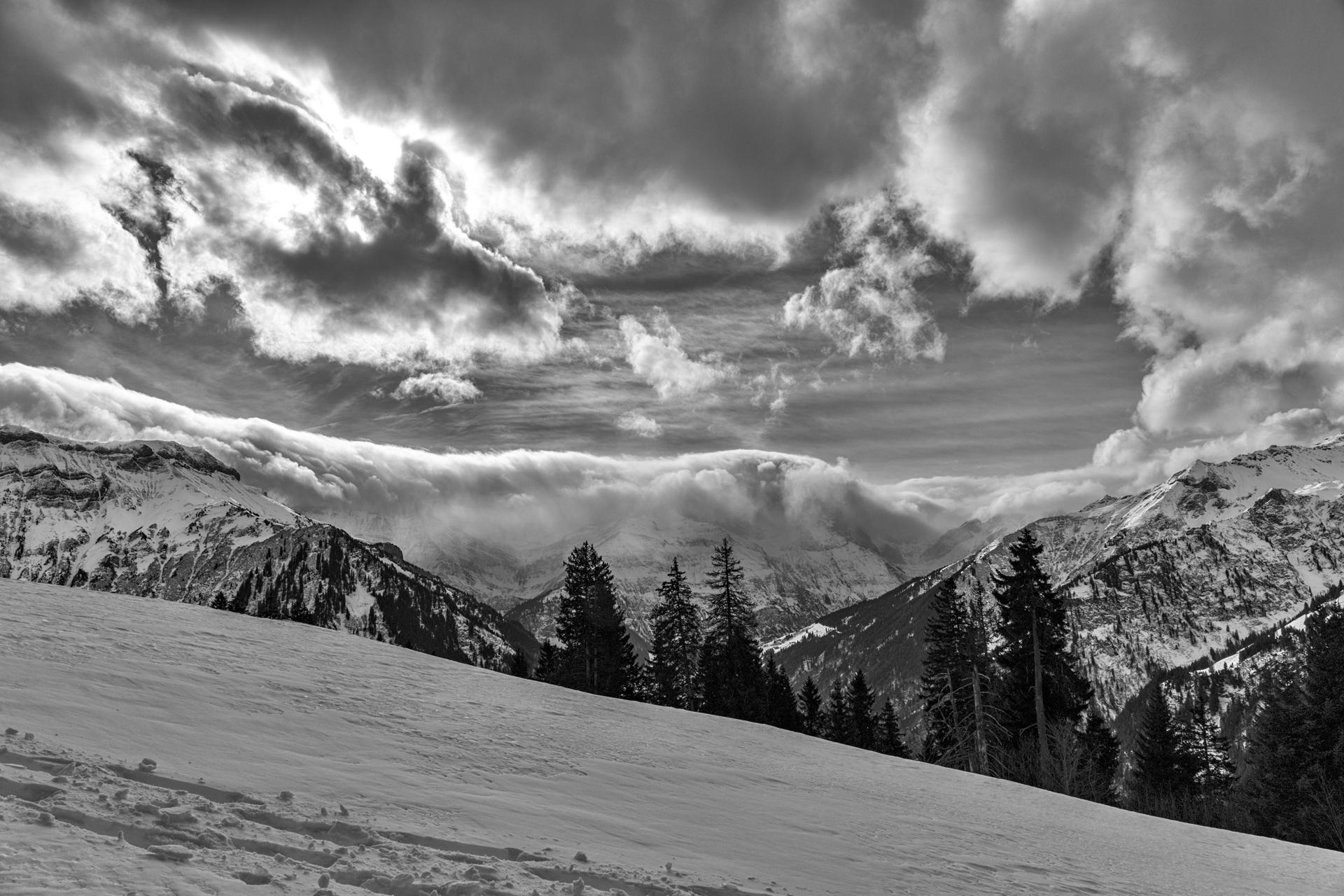 Berge und Wolken